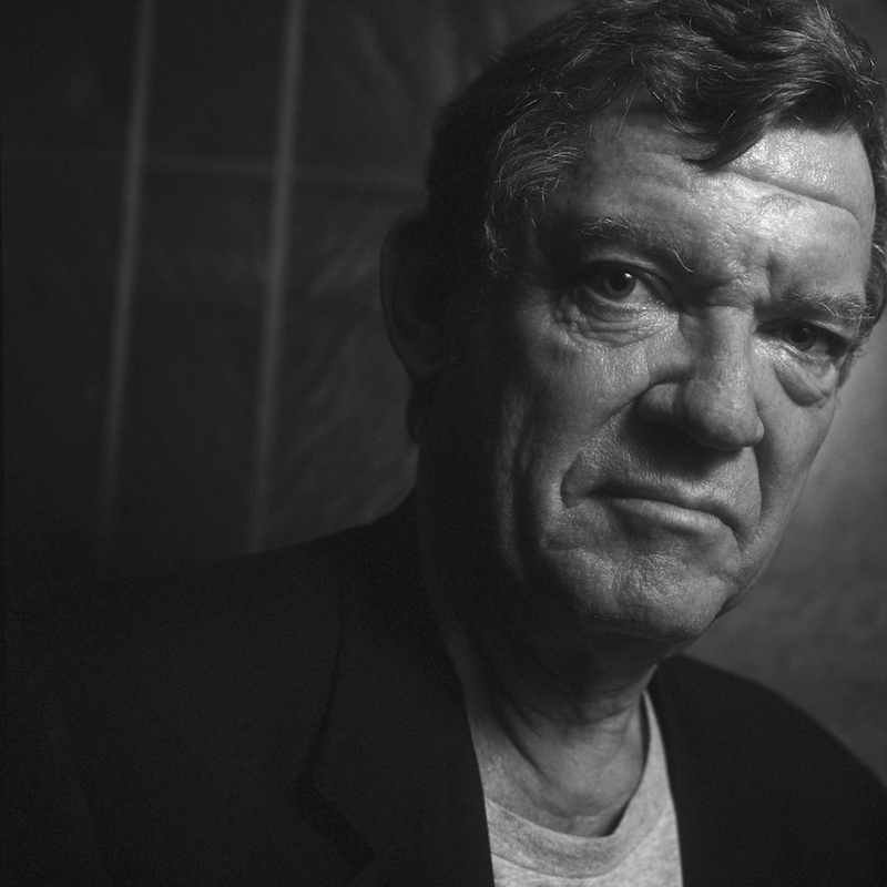 CMGFG4 ARCHIVE IMAGE: New York, USA. The international art critic Robert Hughes has died on Monday 6th August 2012 in a hospital in New York, aged 74. His work included 'The Fatal Shore' and 'The Shock of The New'. He is seen here in London to promote of the TV documentary 'The Shock of The New' in 1997.