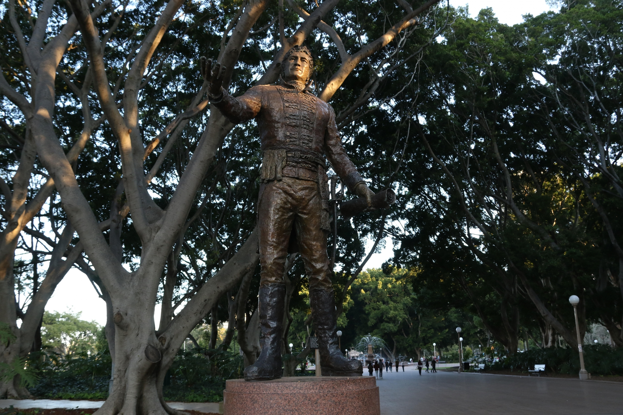 Heroes, Monuments and History
